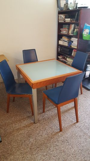 Italian expandable table with 4 chairs for Sale in Alafaya, FL