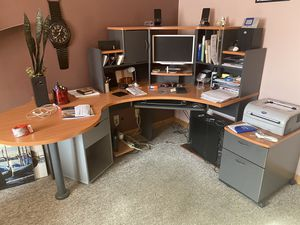 Computer desk / table with filing cabinets for Sale in MAYFIELD VILLAGE, OH