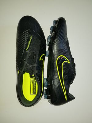 Nike Phantom Venom Elite FG Soccer Cleats Black/Volt for Sale in Everett, WA