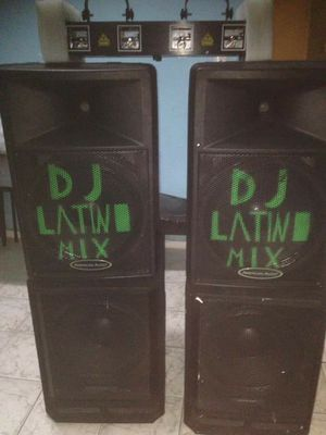 D'j 2 Speakers. 4 lights for Sale in Queens, NY