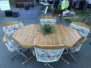 CUTE AND COMFORTABLE DINING ROOM WITH 4 CHAIRS/ LINDO Y CÓMODO COMEDOR DE 4 SILLAS for Sale in East Wenatchee, WA