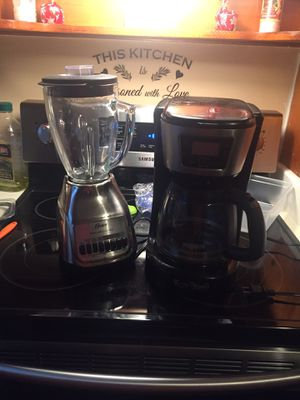 Blender & coffee pot. for Sale in Bartow, FL