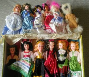 ARCO Dolls of the World [vintage collectible dolls] for Sale in Prineville, OR