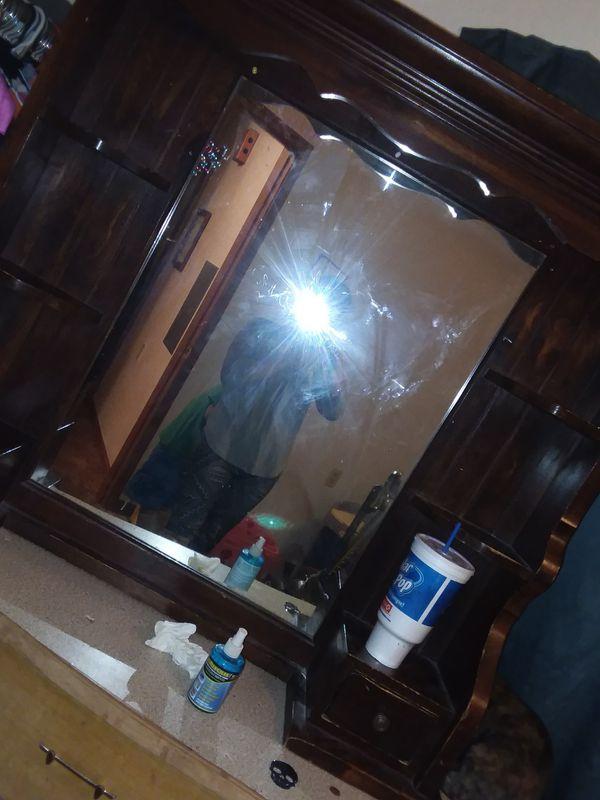 Beautiful dresser top mirror