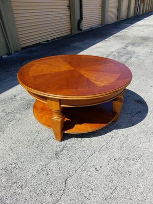 "Gorgeous Round Solid Wood Coffee Table that's in very good condition! Dimensions: 40""D x 20""H for Sale in Delray Beach, FL"