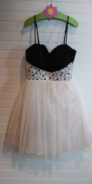 Beautiful prom homecoming dress size 3 for Sale in Tacoma, WA
