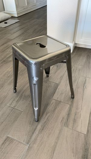 """Four 18"""" Silver Metal Bar Stools for Sale in Gilbert, AZ"""