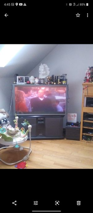 Hdtv 60 inch hitachi projection style tv for Sale in Columbia Station, OH