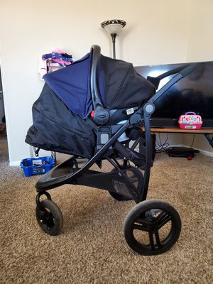 Graco Snugride stroller/carseat for Sale in Fountain, CO