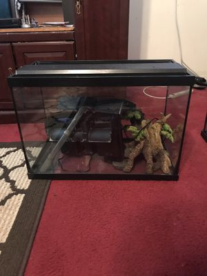 Aqueon 20 gallon glass aquarium for Sale in Montgomery, AL