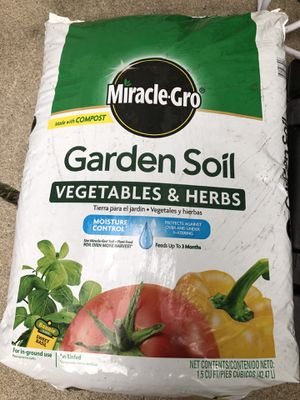 Miracle-Gro Garden Soil Vegetables and Herbs 1.5 cu ft for Sale in Lincoln, NE