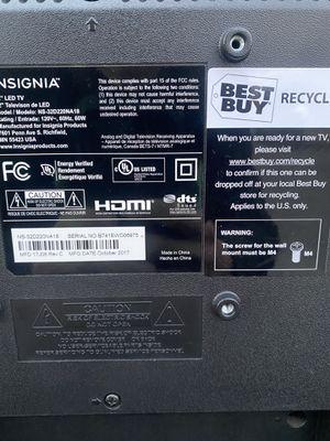 32in. Insignia tv with remote for Sale in Tacoma, WA