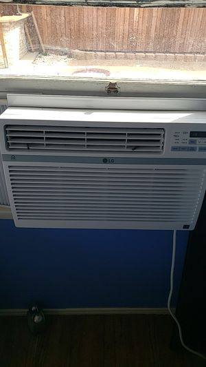 Window air conditioner. for Sale in Lancaster, CA