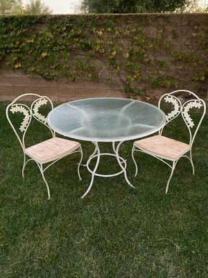 """VINTAGE 3PC WROUGHT IRON PATIO / PORCH SET (42"""" ROUND) for Sale in Corona, CA"""