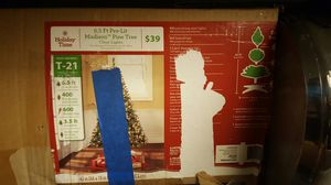 6.5ft Pre-lit Pine faux Christmas Tree for Sale in Millbury, MA