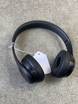 Beats solo 3 headphones for Sale in Chicago, IL