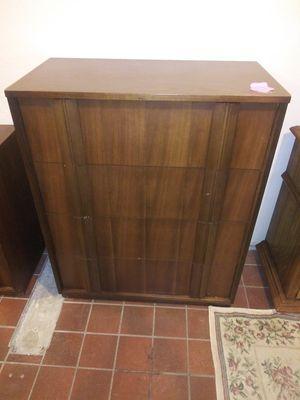Vintage 4 Drawer Dresser for Sale in Fort Wayne, IN
