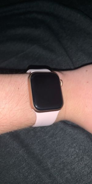 Apple Watch Series 4 Sports Band 40 mm (GPS + Cellular) for Sale in El Dorado, KS
