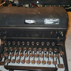 Royal Typewriter for Sale in Fresno, CA
