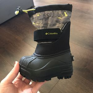 Snow waterproof boots for toddlers sz 4 for Sale in Los Angeles, CA