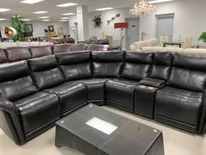 BEAUTIFUL LEATHER SECTIONAL W/POWER RECLINERS for Sale in Miami Gardens, FL