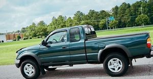 Toyota Tacoma 02 Clean for Sale in New Haven, CT