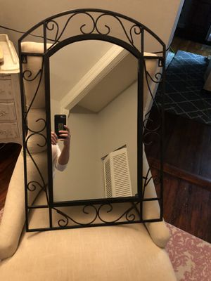 "30""x 19 3/4"" Wall Hanging Mirror for Sale in Baltimore, MD"
