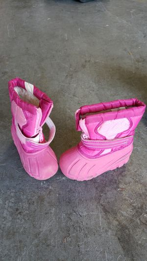 Girls Waterproof snow boots size 6 for Sale in Escondido, CA