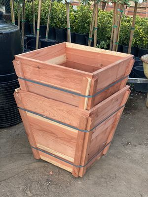 New redwood planters 24 gal for Sale in Perris, CA