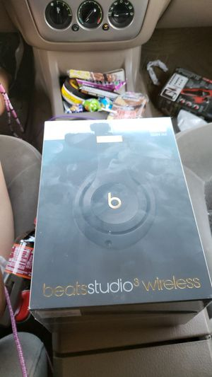 Beats studio 3 wireless. Black and gold for Sale in Minneapolis, MN