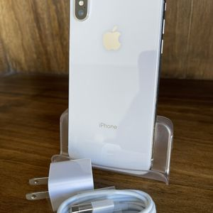 64gb Unlocked Silver iPhone X With Charger for Sale in Aurora, CO