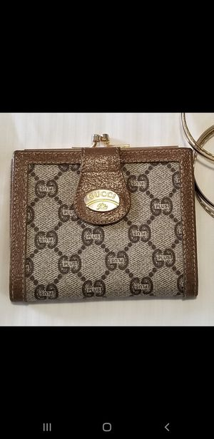 "Gucci Plus wallet, color Brown. Measurement 4.5"" x 3 3/4 . Great Condition for Sale in Fort Wright, KY"