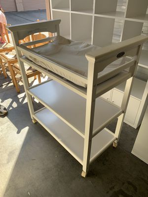 Graco white changing table for Sale in Vallejo, CA