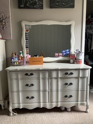 White dresser with mirror for Sale in Orlando, FL