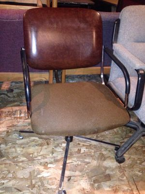 Brown leather office chair for Sale in Caledonia, MI