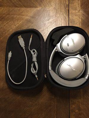 BOSE QC35 II Wireless Bluetooth Noise Cancelling Headphones LIKE NEW for Sale in Denver, CO