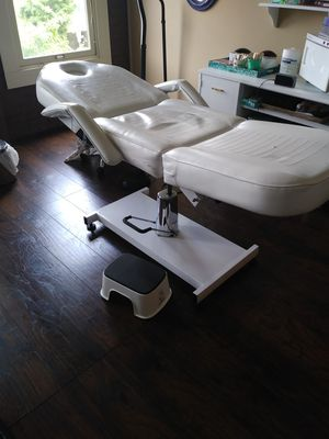 Facial bed for Sale in Tacoma, WA