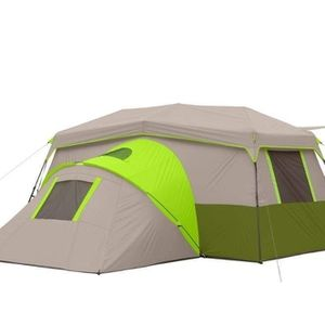 Ozark Trail 11 Person Instant Cabin Tent with Private Room USED BUT LOOKS GOOD AND COMPLETE $120 FIRM for Sale in Redlands, CA
