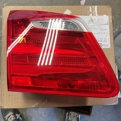 Mercedes Gl63 Tailgate Light for Sale in Corona,  CA