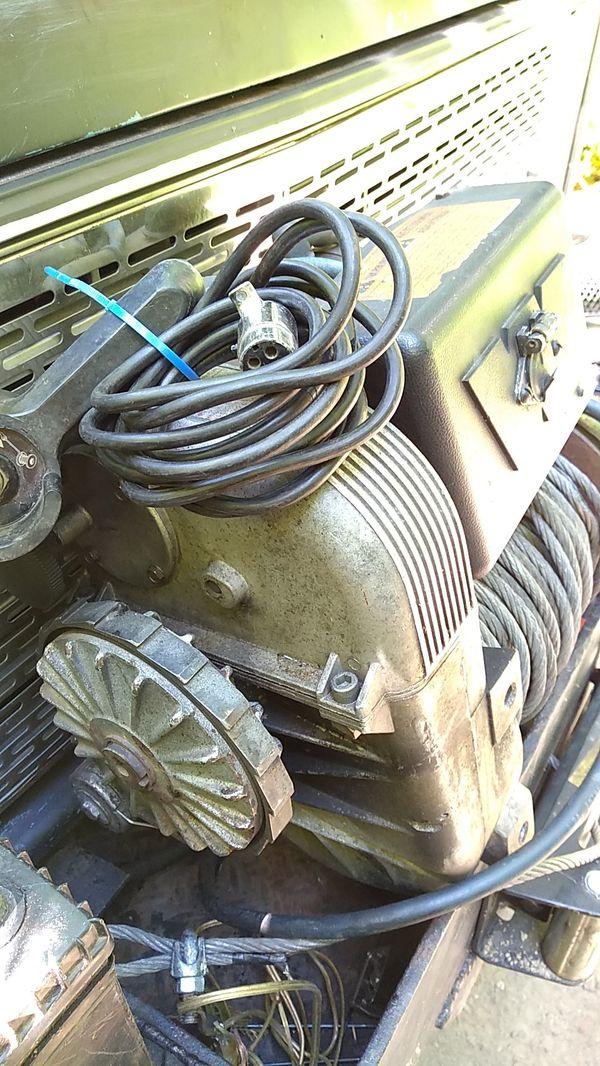 Warn upright 8000 lb winch