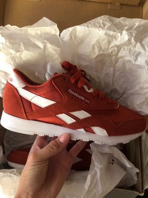 reebok red tennis shoe for Sale in Los Angeles, CA