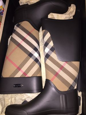 Women's Burberry rain boots size 7 worn once for Sale in Cleveland, OH