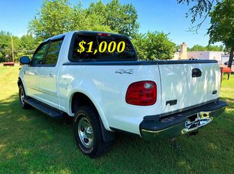 🟢💲1,OOO I m selling URGENTLY this Beautiful💚2OO2 Ford F15O nice Family truck XLT Super Crew Cab 4-Door Runs and drives very smoothly💪🟢 for Sale in Fort Worth,  TX
