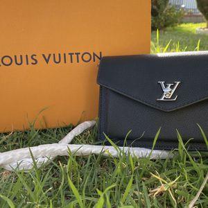Louis Vuitton for Sale in Rialto, CA