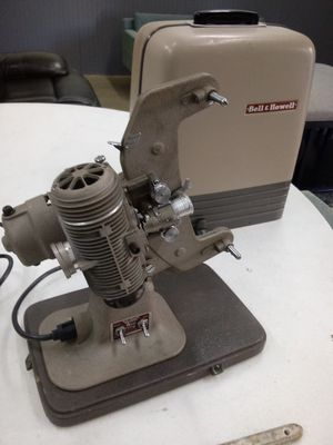 Bell & Howell Regent 8mm Movie Projector Model122 Working! for Sale in Chino, CA