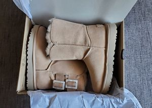 UGG Boots sizes 5,6 and 8 for Sale in San Leandro, CA