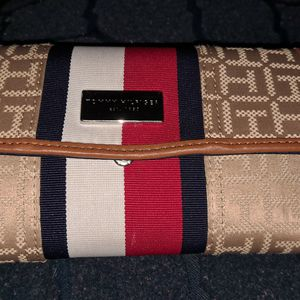 Women Wallet Tommy for Sale in Manassas, VA