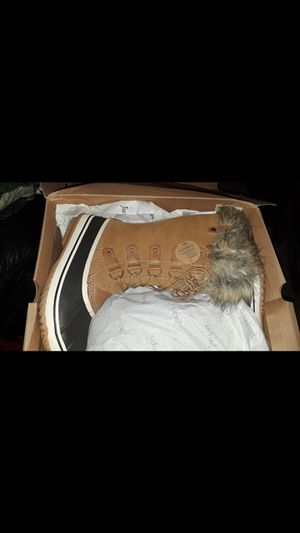 Women's Winter Boots 9 1/2 for Sale in Melvindale, MI