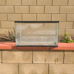 10 Gallon Fish Tank for Sale in Jurupa Valley, CA
