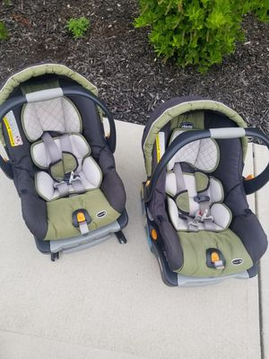 Chicco infant car seat and base for Sale in Fort Wayne, IN